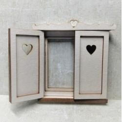 Okno okiennica z sercem